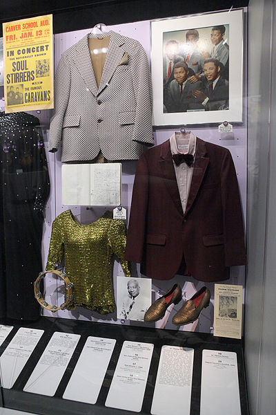 File:Outfits - Rock and Roll Hall of Fame (2014-12-30 11.48.54 by Sam Howzit).jpg