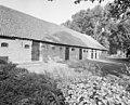 Overzicht schuur bij de boerderij (vanaf de boomgaard) - Ellewoutsdijk - 20001491 - RCE.jpg
