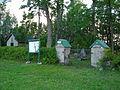 Pärnassaare kalmistu väravad 2014. aasta suvel.JPG