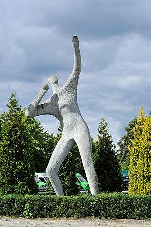 Mielec, rzeźba Miotacz (Henryk Burzec)