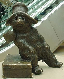 Beertje Paddington, bronzen beeld van Marcus Cornish in Paddington Station