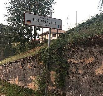 Oyonnax - Twin sign in Oyonnax indicating Eislingen/Fils