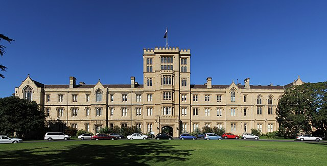 Queen's College, University of Melbourne By Donaldytong (Own work) [GFDL (https://www.gnu.org/copyleft/fdl.html), CC-BY-SA-3.0 (https://creativecommons.org/licenses/by-sa/3.0/) or CC BY-SA 2.5 (https://creativecommons.org/licenses/by-sa/2.5)], via Wikimedia Commons