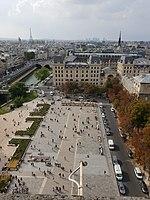 Parvis de Notre-Dame.jpg