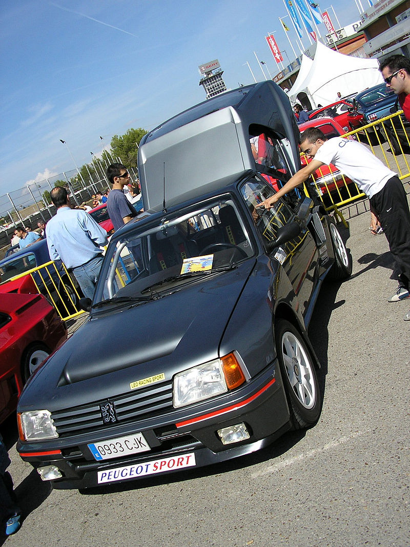800px-Peugeot_205_t16_Jarama_2006