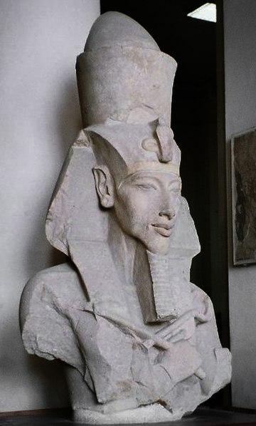 Galerie Carnavon pour l'art de Saoudania 360px-Pharaoh_Akhenaten