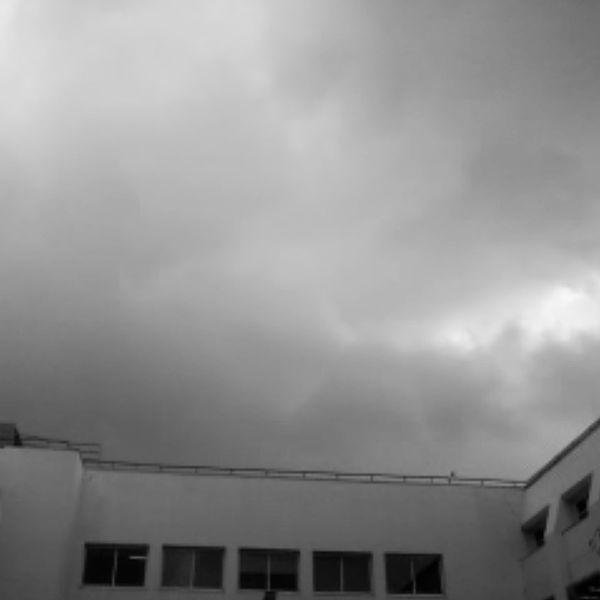 עננים שחור-לבן
