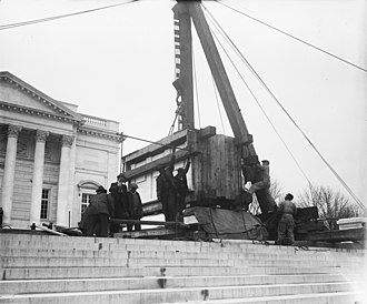 Tomb of the Unknown Soldier (Arlington) - Placing the marble sarcophagus on top of the Tomb (1931)