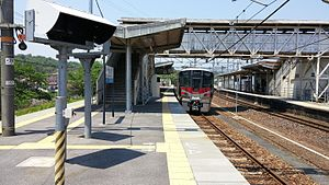 Platform of Shiraichi Station.jpg