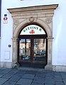 Plzeň, náměstí Republiky 19, portál.jpg