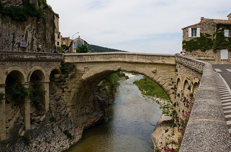 Fichier:Pont Vaison la Romaine.jpg