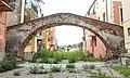 Ponte medioevale nel centro storico di Albisola.jpg