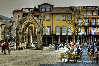 The Oliveira square, in the historical center of Guimaraes, with the Padrao do Salado on the left Praca da Oliveira 01.jpg