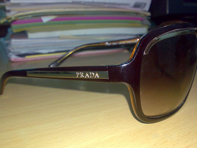 English: Prada glasses.