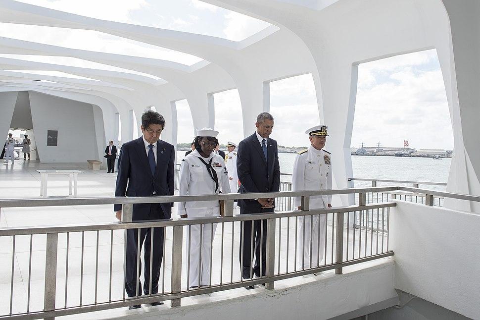 President Barack Obama and Japanese Prime Minister Shinzo Abe visit the USS Arizona Memorial. (31150731523)