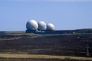 Ballistic Missile Early Warning System - Image: RAF Fylingdales golfballs 1989