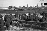 Ranjenci na partizanskem letališču v Beli krajini čakajo na prevoz v Bari (Italija), april 1945.jpg