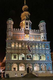 Ratusz w Poznaniu nocą