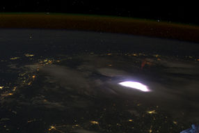 Red sprite lightning seen from ISS (ISS031-E-010712).jpg