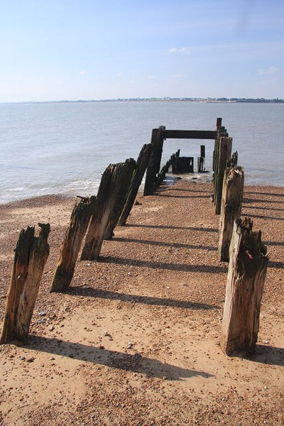 File:Remains of an old jetty - geograph.org.uk - 982530.jpg