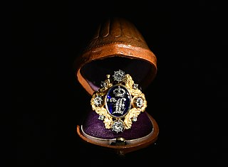 A ring decorated with the monogram of King Leopold 1st