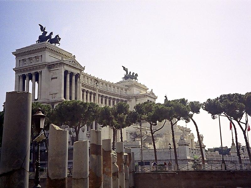 File:Roma-Vittoriano.jpg