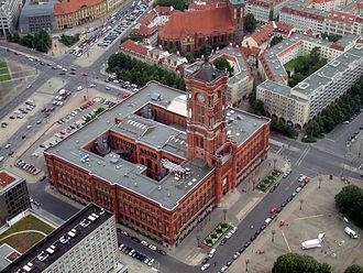 Rotes Rathaus - Image: Rotes Rathaus vom Fernsehturm aus