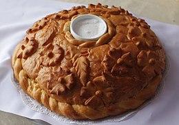 https://upload.wikimedia.org/wikipedia/commons/thumb/f/f7/Russian_bread_and_salt.jpg/260px-Russian_bread_and_salt.jpg