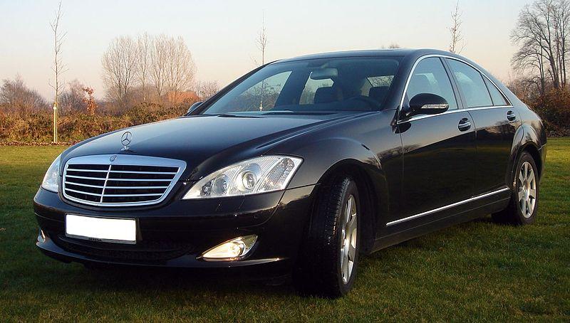 800px-S-Klasse_W221.jpg