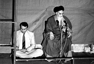 صادق قطبزاده در کنار خمینی در تهران