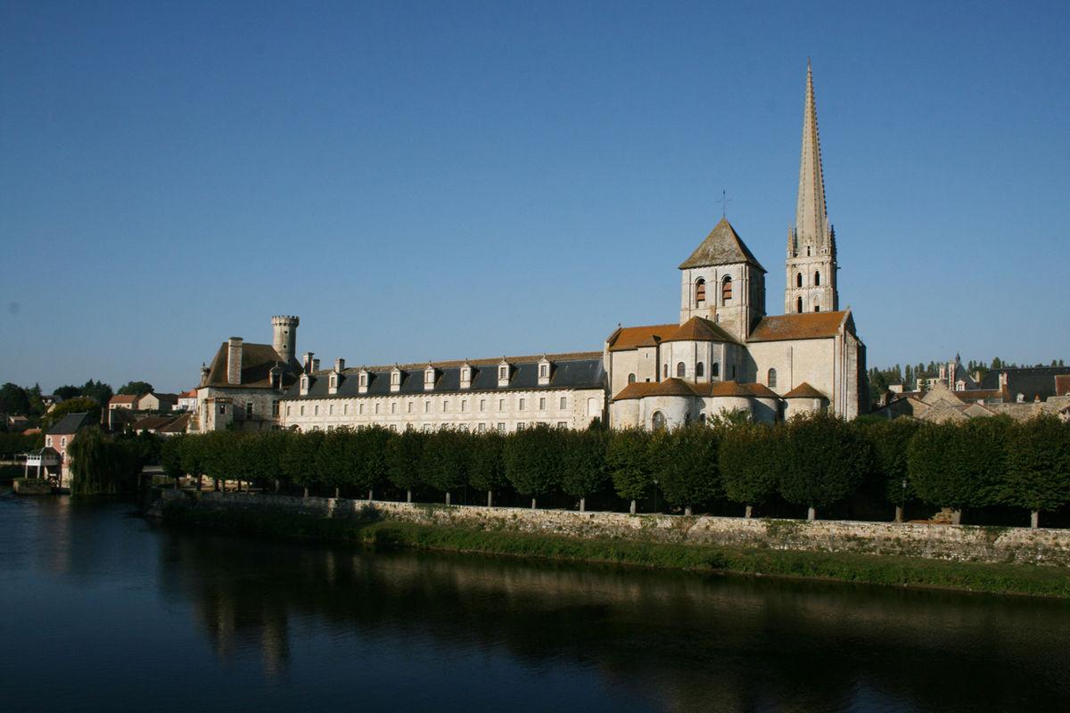 Abbaye de Saint-Savin-sur-Gartempe — Wikipédia