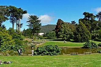 San Francisco Botanical Garden - Image: San Francisco Botanical Garden Great Lawn 2