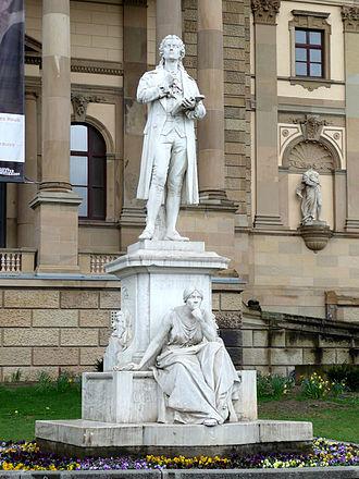 Joseph Uphues - Image: Schillerdenkmal in Wiesbaden 20080406