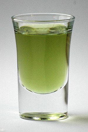 English: A shot glass of green Chartreuse Deut...