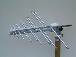 Log-periodic antenna - Image: Schwarzbeck UHALP 9108 A