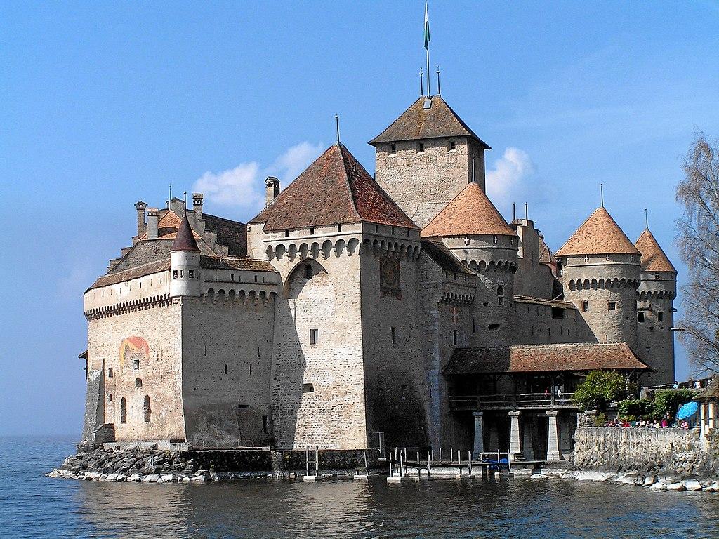 Le château de Chillon au bord du lac Léman à Veytaux (Suisse). (définition réelle 2272×1704 *)