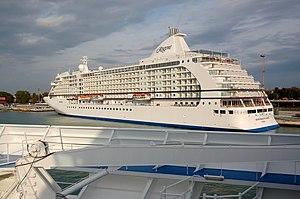Seven Seas Voyager in Venice 2008-stern.JPG