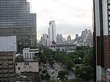 ナライ ホテルからシ~ロム通りを眺める