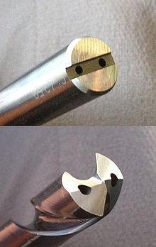 Spiralbohrer aus Hartmetall mit innerer Kühlschmiermittelzufuhr.jpg