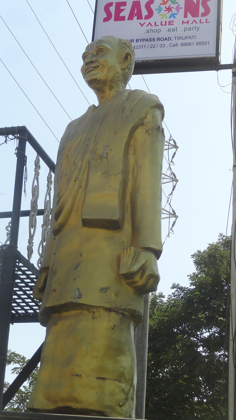 Statue of Samkarambadi sundaracarya. Tirupati (4)