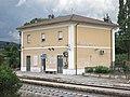 Stazione ferroviaria di Contigliano - vista complessiva da dx 03.jpg