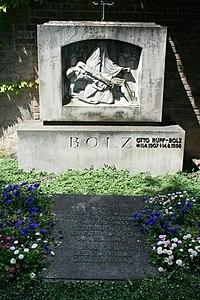 Stuttgart Pragfriedhof Eugen Bolz.JPG