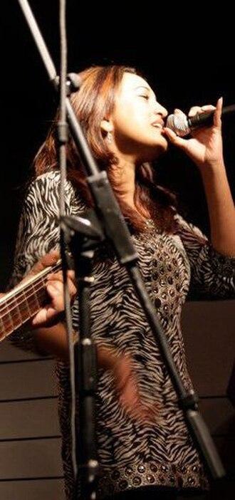 Suzana Ansar - Ansar with Khansar on stage in 2010