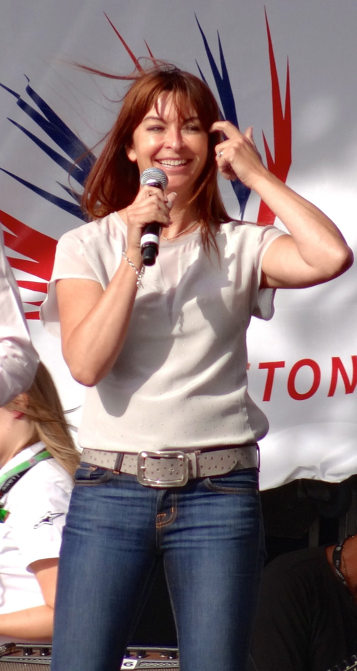 Suzi Perry - Wikipedia