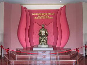 Tượng Nguyễn Sinh Sắc trong khu di tích