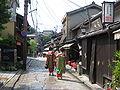 Tair Geisha yn Higashimyama Kyoto.JPG