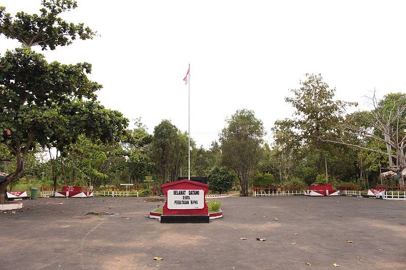 File:Taman di perbatasan Indonesia-Papua New Guinea.jpg