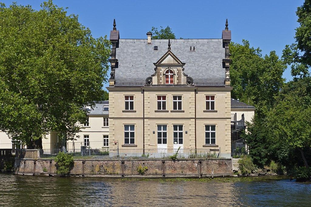 Teltowkanal 05 Griebnitzsee Blick auf Schlosspark Glienicke.jpg