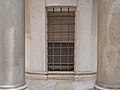 Tempietto, Fenster der Krypta.jpg