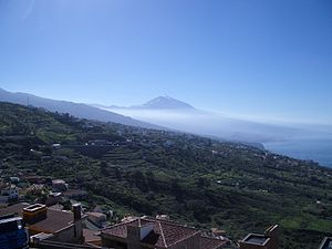 View looking across to Mt Teide, the highest point көрінісі